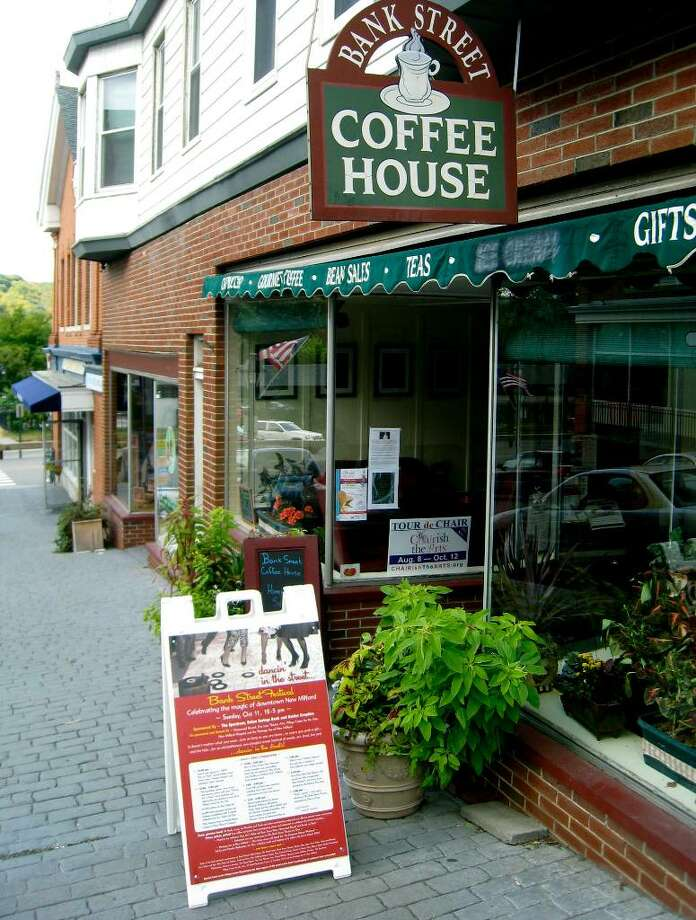 SPECTRUM/The Bank Street Coffee House on Bank Street in New Milford is under new ownership from Dina Ferrante and Ralph Landi, September 2009.  Photo by Norm Cummings Photo: Norm Cummings / The News-Times