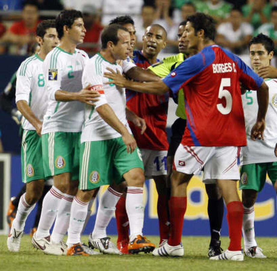 Costa Rica's Celso Borges (5) argues with Mexico's Gerardo Torrado (6) during the first half. Photo: Nam Y. Huh, AP