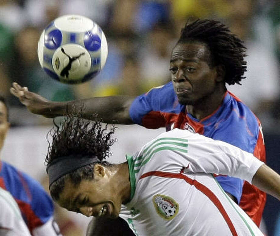 Costa Rica's Dennis Marshall, right, and Mexico's Giovani Dos Santos battle for the ball during the first half. Photo: Charles Rex Arbogast, AP