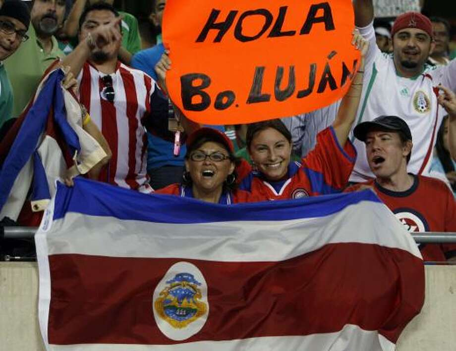 Honduras soccer fans cheer during the first half. Photo: Nam Y. Huh, AP