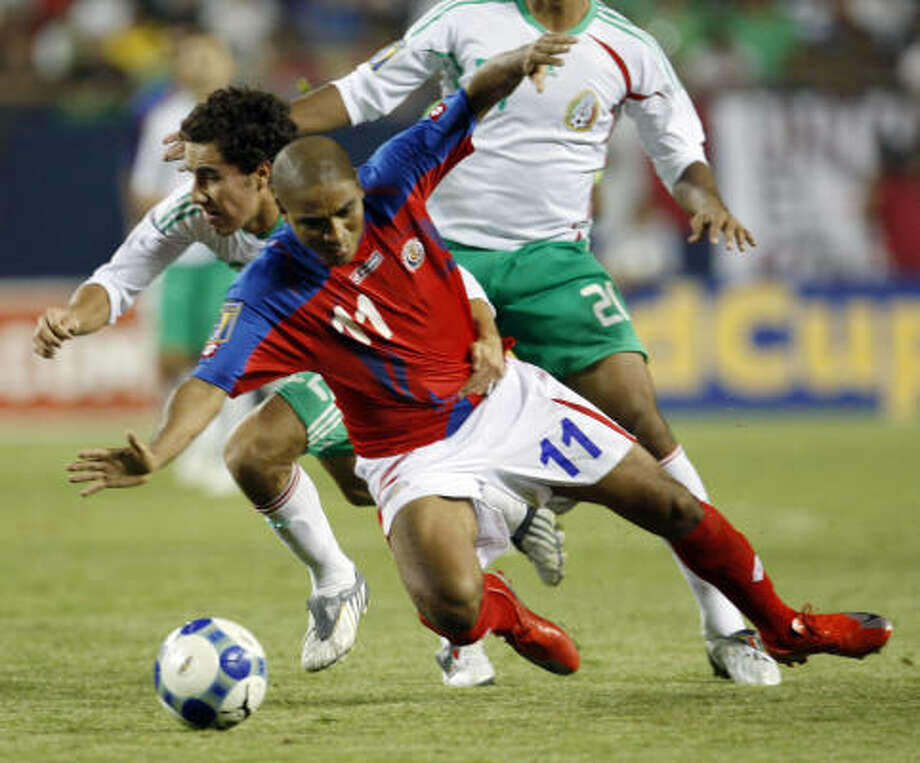 Mexico's Efrain Juarez pushes Costa Rica's Andy Herron during the second half. Photo: Nam Y. Huh, AP