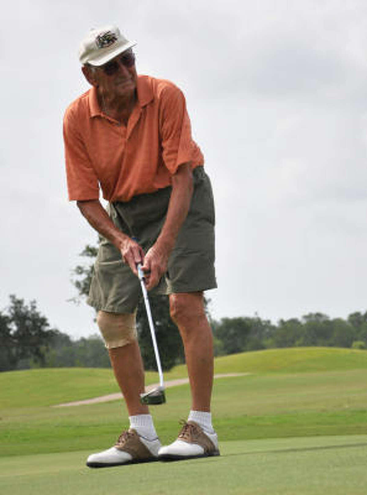 Bill Goynes, 87, tries to sink a putt at the Clear Creek Golf Course near Pearland.