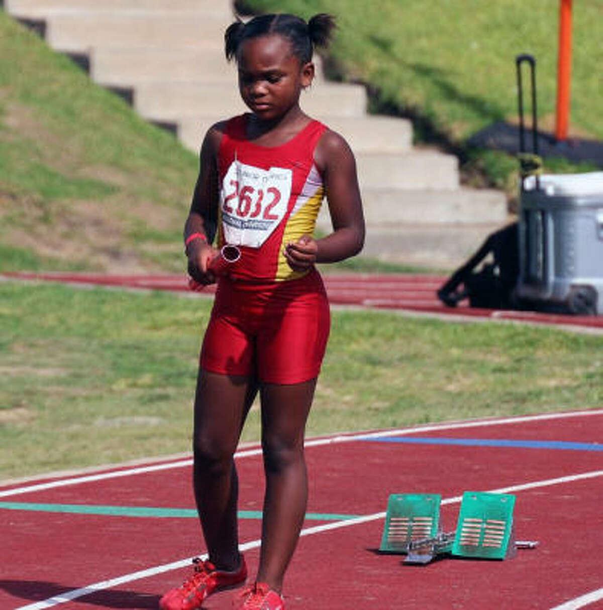 Kenya Furlow of the Houston Heat gets set to run the 400-meter relay.