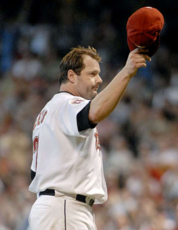 Houston Astros' Roger Clemens tips his hat to the crowd as he leaves the game in the seventh inning game against the Cincinnati Reds in Houston September 20, 2006.  Tim Johnson died July 7, 2009. Photo: Tim Johnson