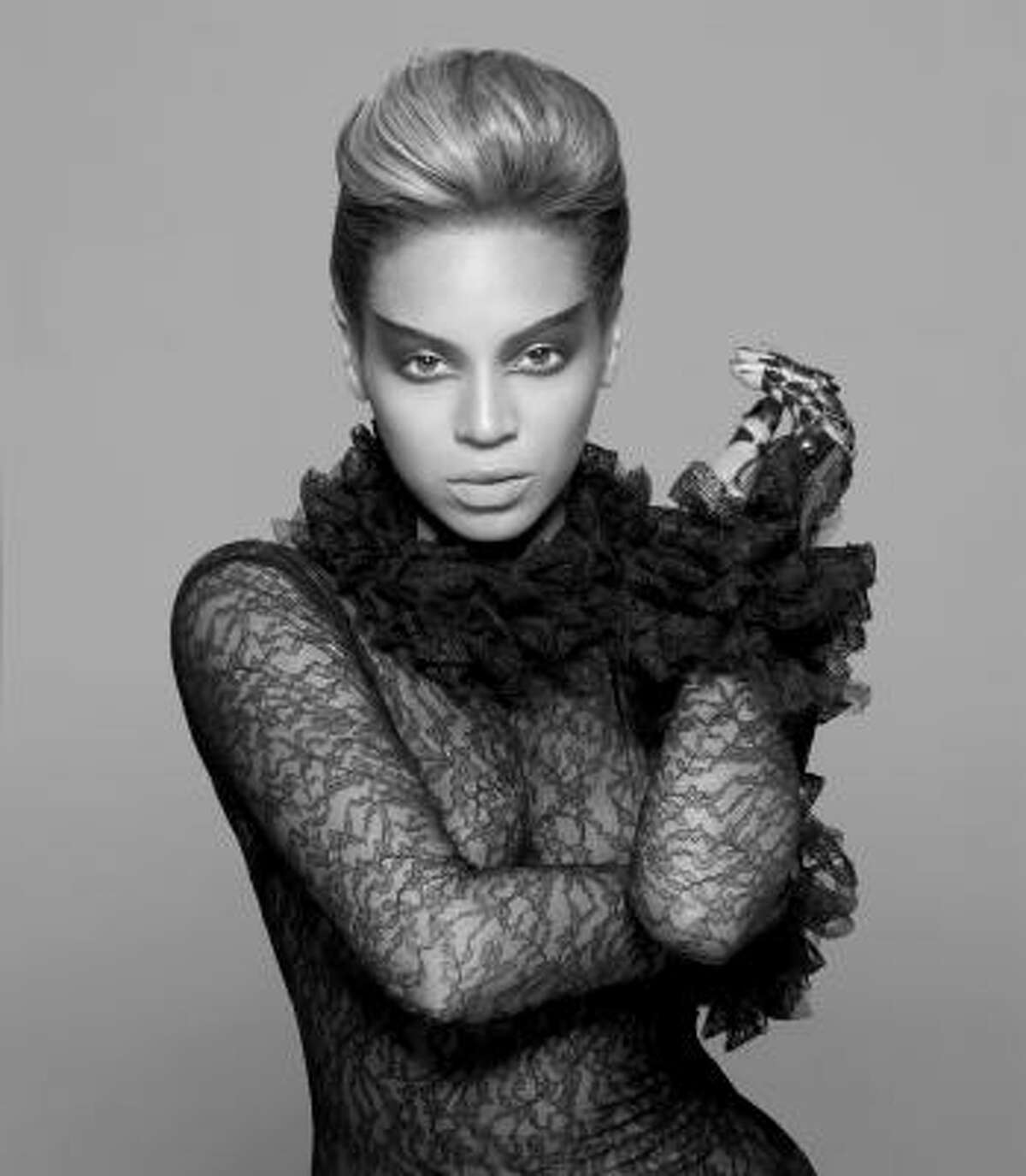 Sasha Fierce: In case you don't know that she's Beyoncé's edgy and uninhibited counterpart, she wears a glove to make it clear. Rrrarr.