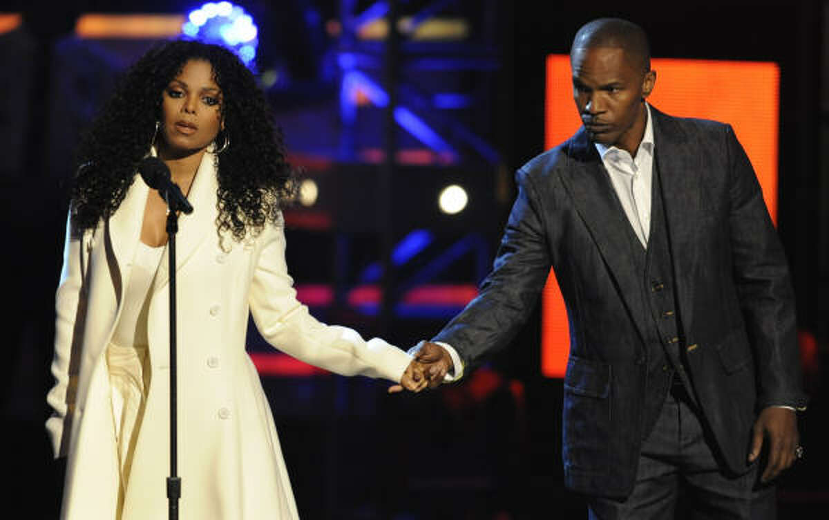 Jamie Foxx comforted a tearful Janet on stage.