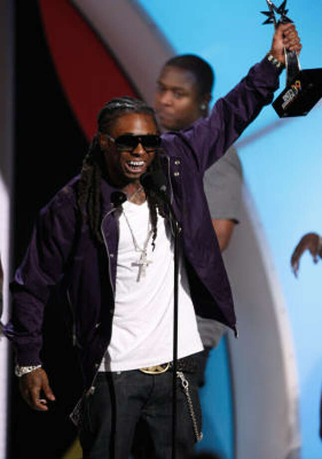 Lil' Wayne accepts the Best Male Hip-Hop Artist award. Photo: Kevin Winter, Getty Images