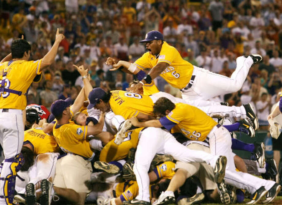 LSU Tigers pile up in celebration of their Game 3 win over Texas for the CWS championship. Photo: Elsa, Getty Images