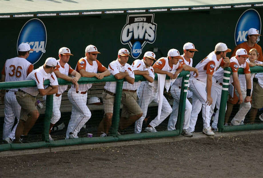 The Texas Longhorns bench looks on in the second inning against the LSU during a decisive Game 3 for the CWS. Photo: Elsa, Getty Images