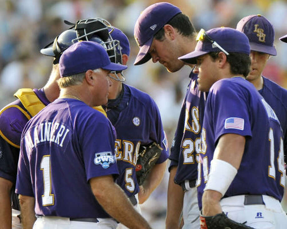 LSU coach Paul Mainieri (1) talks to starting pitcher Louis Coleman (29), with Sean Ochinko (14), after Texas hammered three solo homers in the fourth inning. Photo: Ted Kirk, AP
