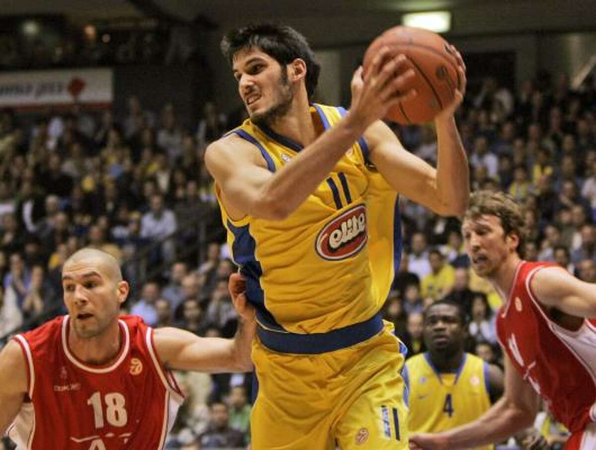 Omri Casspi, 6-9, 211, Maccabi Tel Aviv A long and athletic player, Casspi has become more aggressive and effective off the dribble. His shot has also improved, but his lack of strength and team play could be problems.