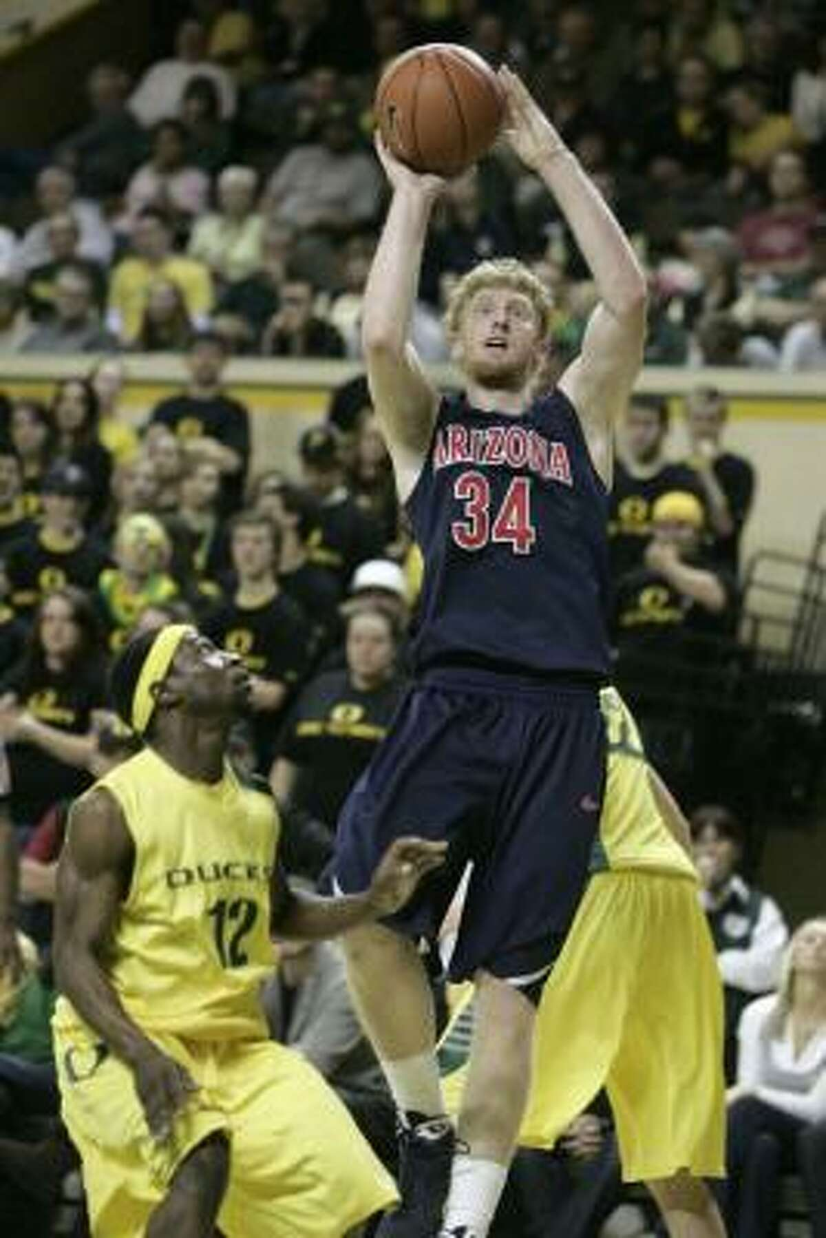 Chase Budinger, 6-7, 206, Arizona Arizona's Budinger (34) brings outstanding athleticism and shot-making ability, though he is not much of a one-on-one player. That could make him more of a small forward playing off the ball, but he could be considered a shooting guard, depending on the team and role.