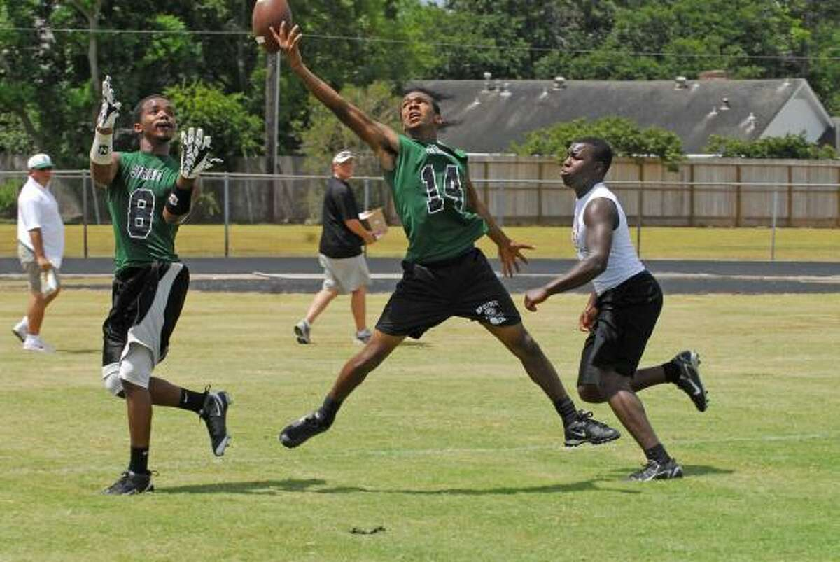 Spring vs. Alvin: Spring receivers Arthur Londy, No. 8, and Travon Carter, No. 14, compete against Alvin in the 7-on-7 state qualifying tournament.