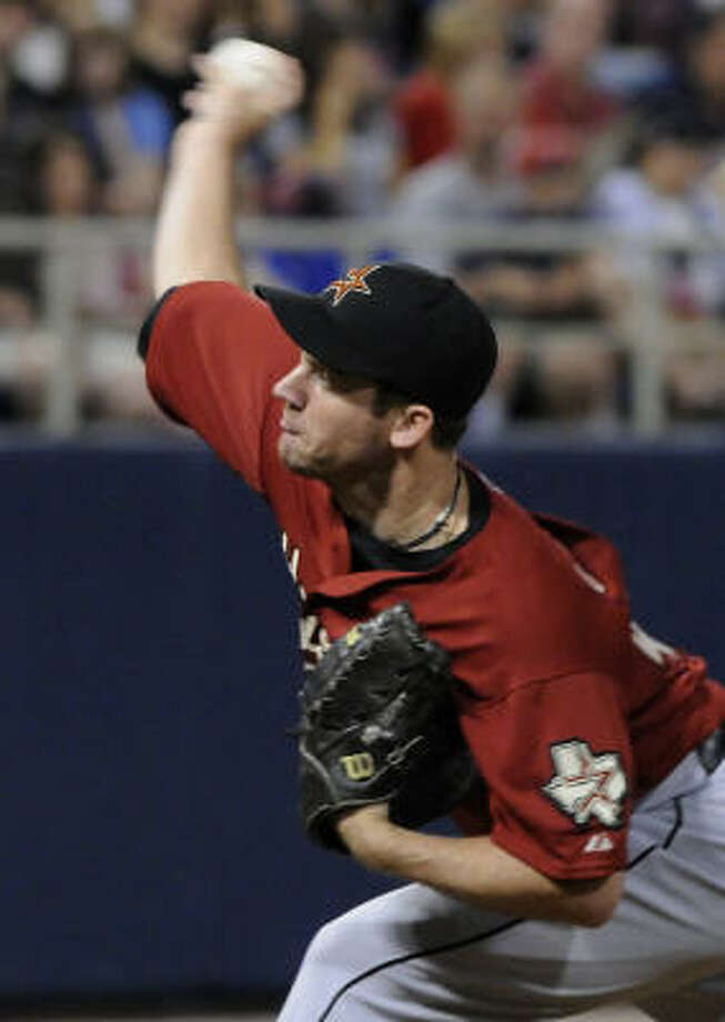 Houston Astros' Roy Oswalt pitches against the Minnesota Twins in the first inning. Photo: Jim Mone, AP