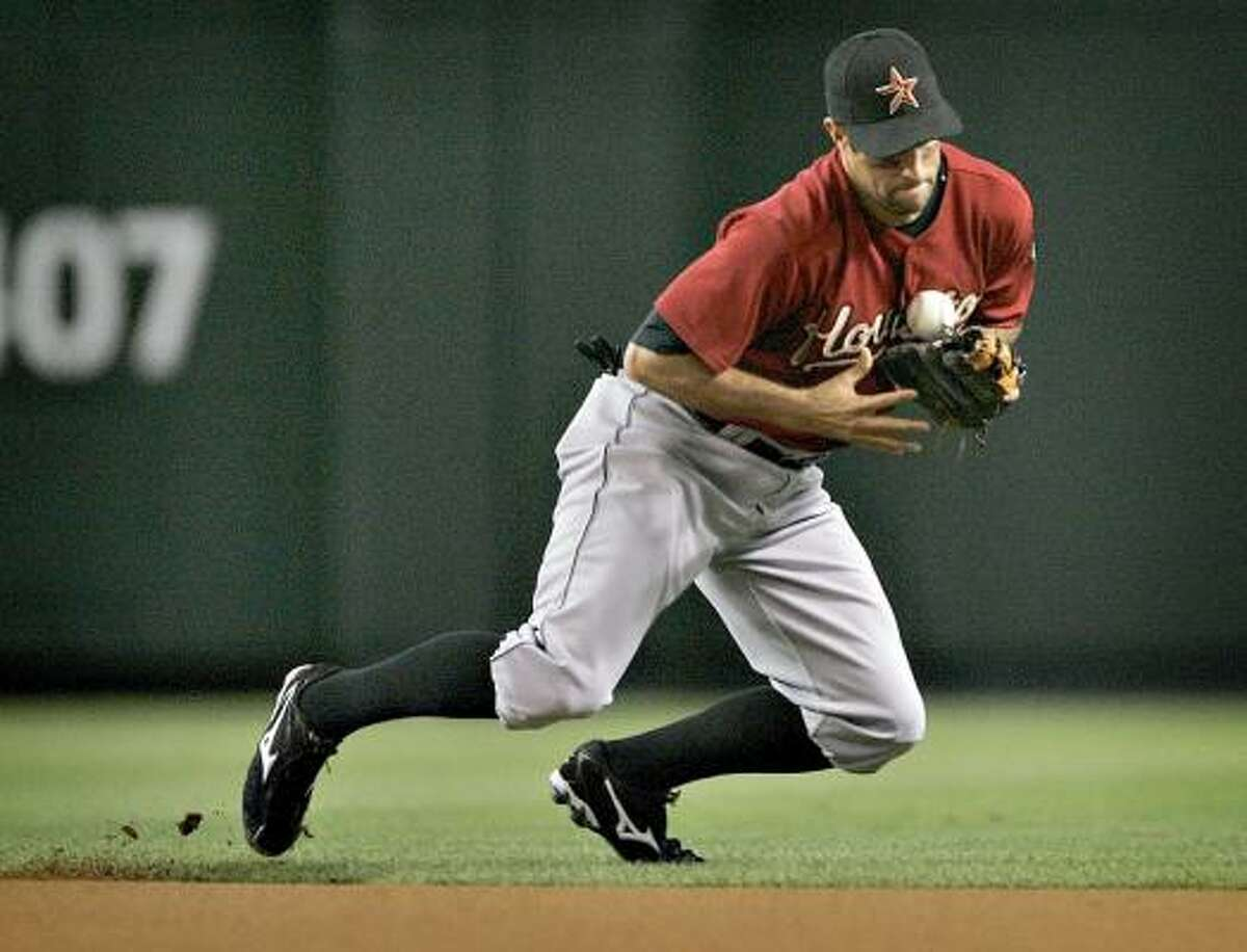 The Astros' Matt Kata bobbles a hit by the Diamondbacks' Gerardo Parra during the second inning.