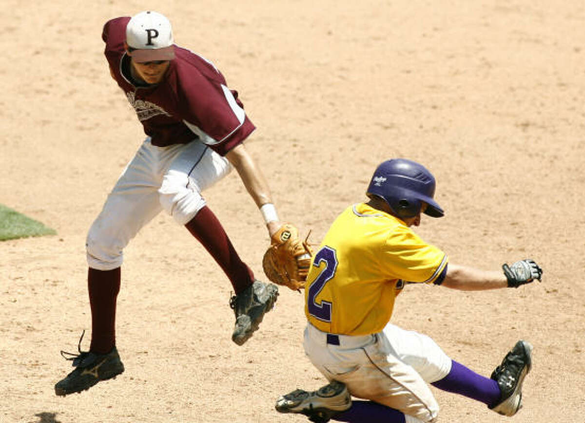 Pearland first baseman Seth Dornak (24) misses Lufkin player Corey Liles at on a wide throw to first base in the UIL 5A state baseball semifinal in Round Rock.