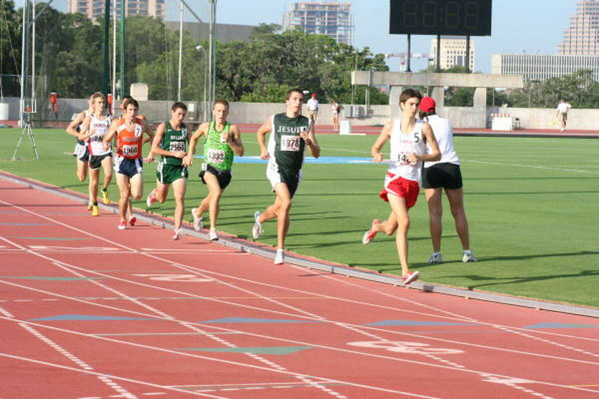 The chase is on in the 5A 3200-meter run.