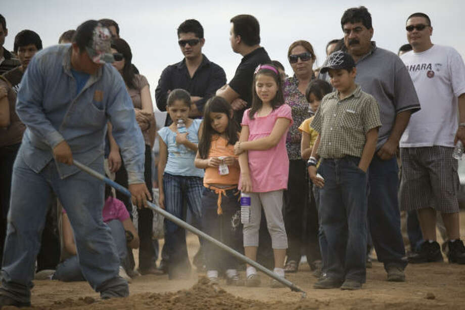 Camila Fuentes Cervera is buried. An estimated 142 children, ranging from 6 months to 5 years in age, were in the day care at the time of the fire, along with six staffers. Photo: Alexandre Meneghini, AP