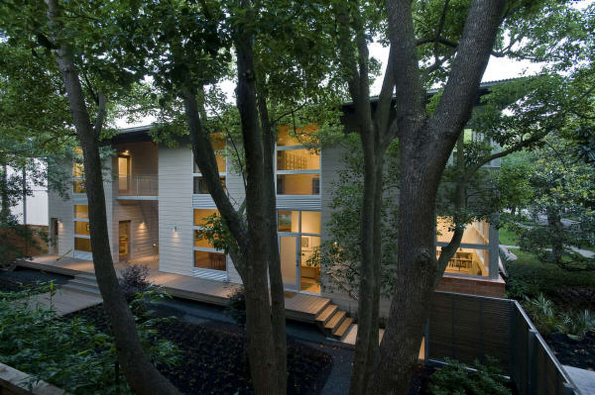 AIAAwards-A shady double-height porch links an elegant 1800-square-foot house to the owner's 700-square-foot office. Open rooms offer peaceful views of trees -- a rarity among new houses in the inner city. Designed by Nonya Grenader. (Winner for
