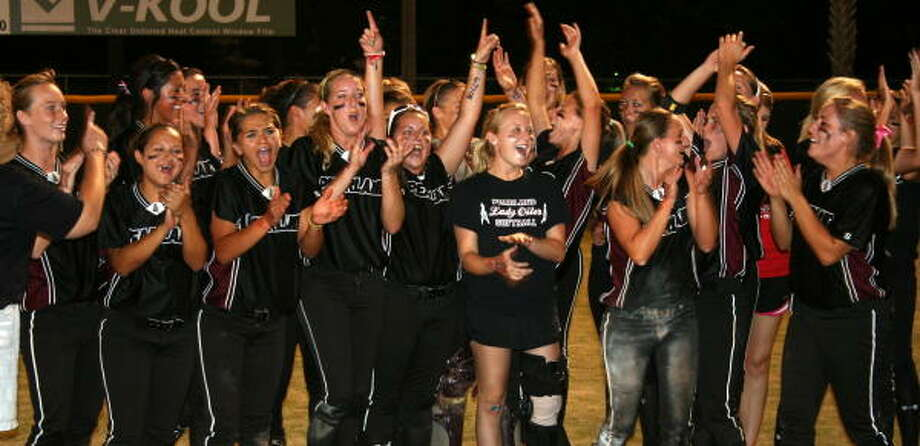 Game 2: Pearland 6, Clear Creek 2 All joy for the Lady Oilers after winning the series against Clear Creek. Photo: Gerald James, Houston Chronicle