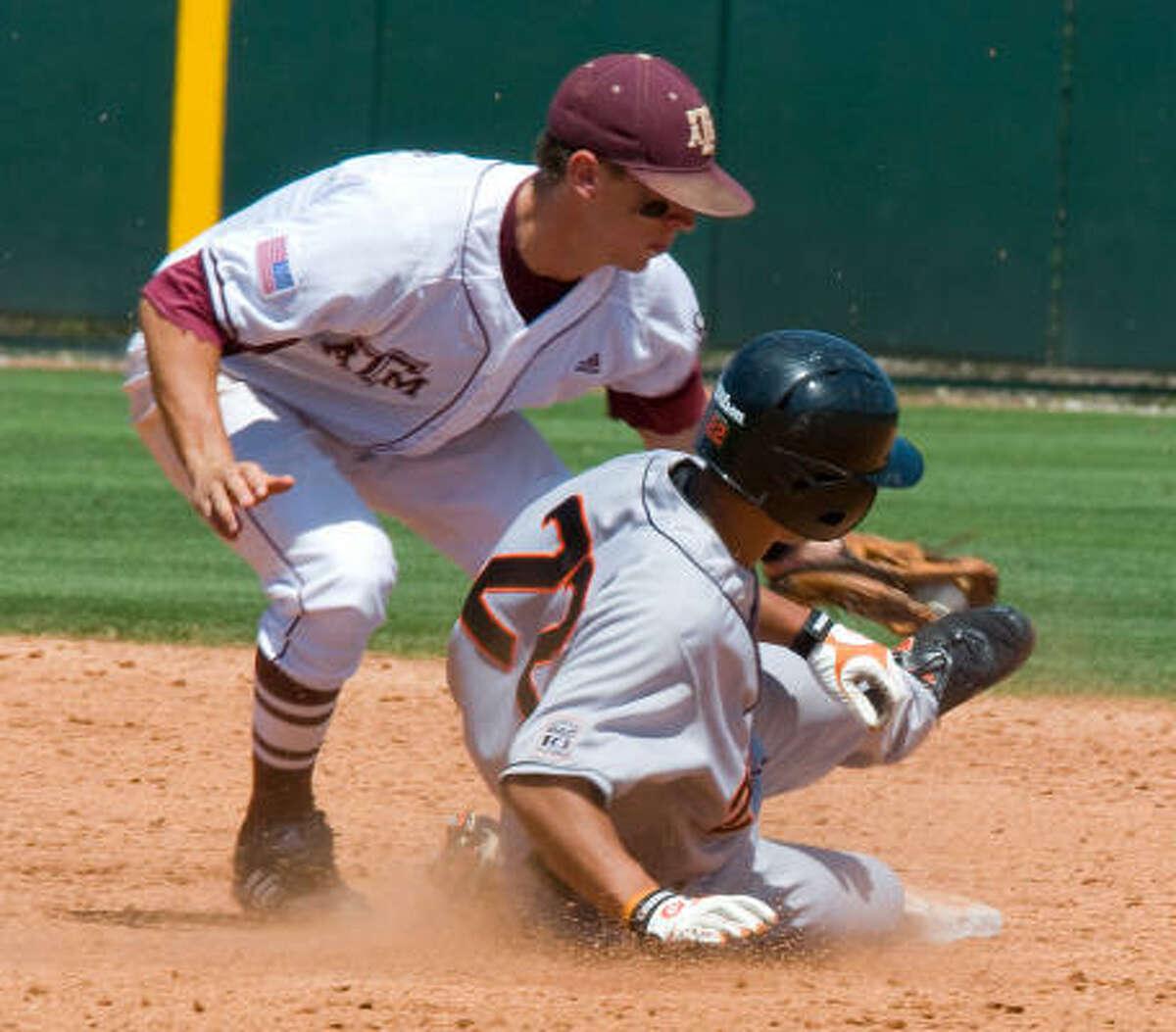 May 29: Oregon State 9, Texas A&M 8 Texas A&M's Brodie Greene picks off Oregon State's Koa Kahalehoe at second base.