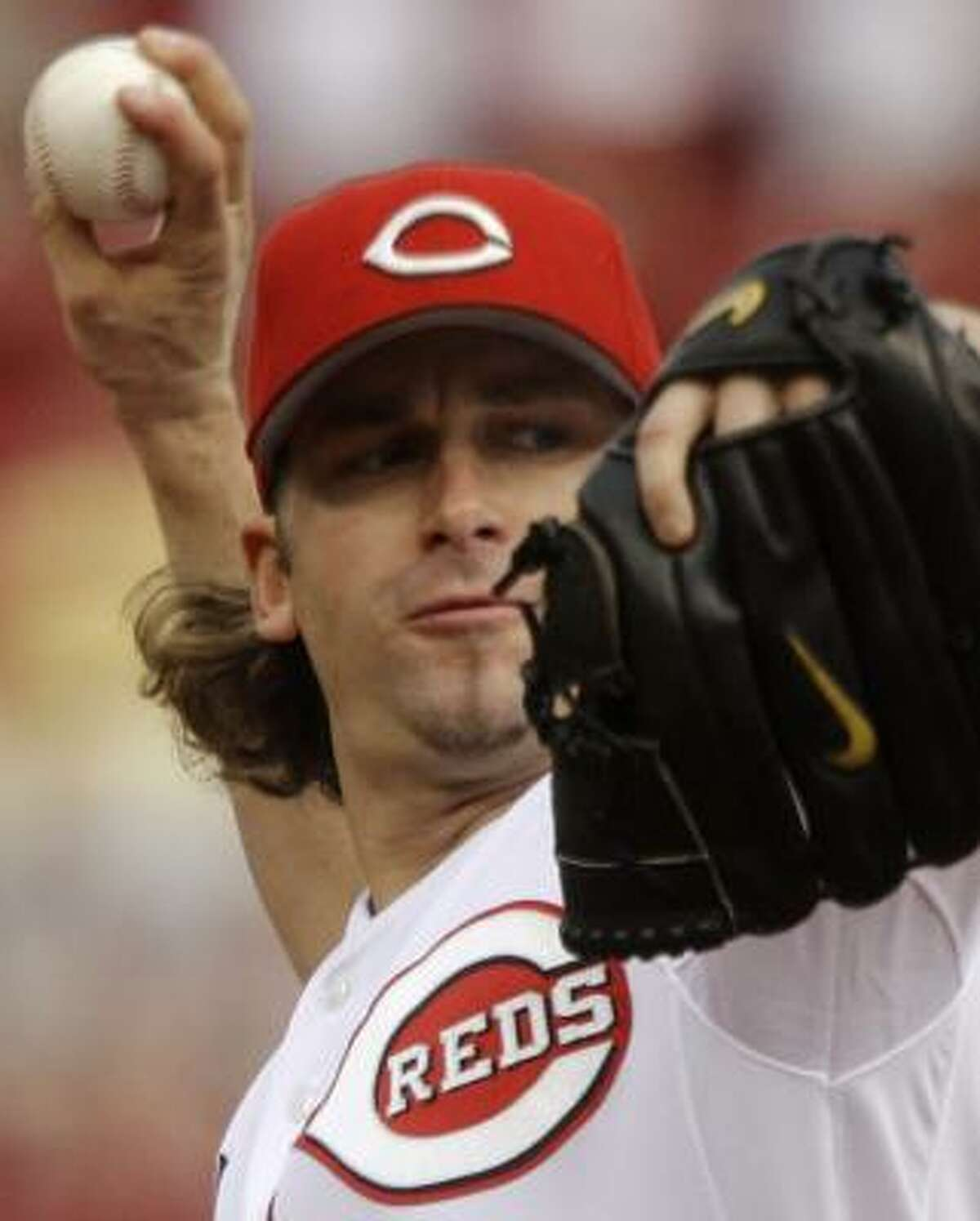 Reds starter Bronson Arroyo pitches against the Astros in the first inning Wednesday in Cincinnati.