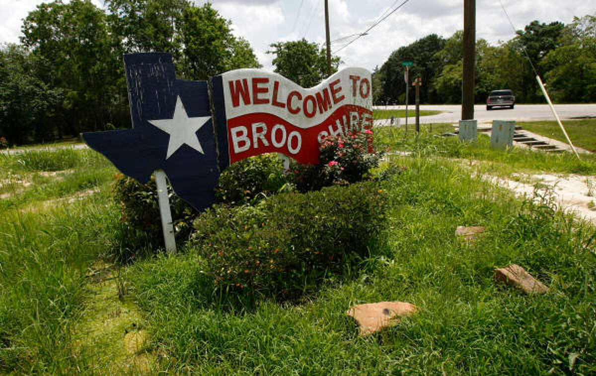 A welcome sign sits on the corner of Highway 362 and Stella in Brookshire, where a former mayor pleaded guilty to conspiring to solicit and accept kickbacks.