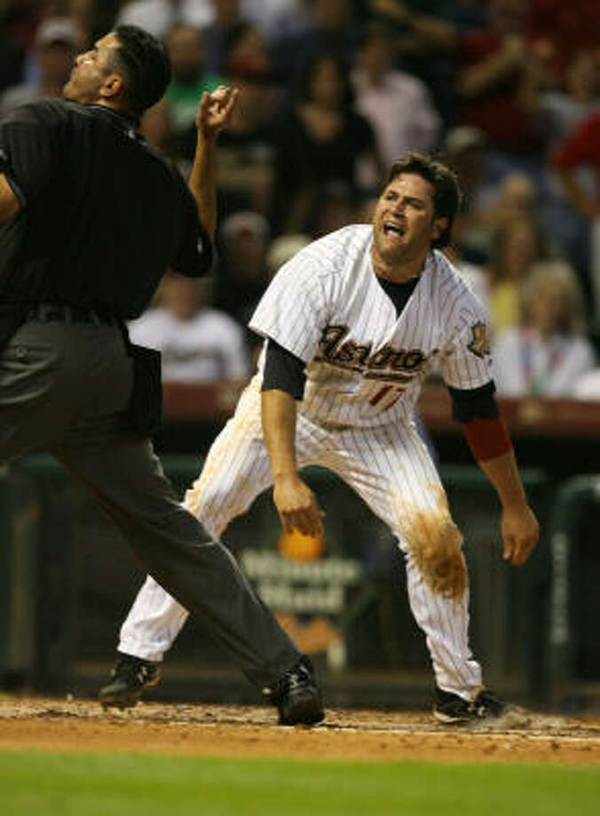 Lance Berkman is ejected by home plate umpire Delfin Colon for arguing a call at the plate. Photo: Billy Smith II, Houston Chronicle