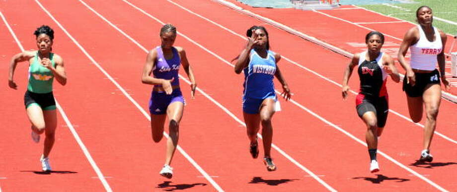 The race is tight in this 100-meter action. Photo: Gerald James, Chronicle