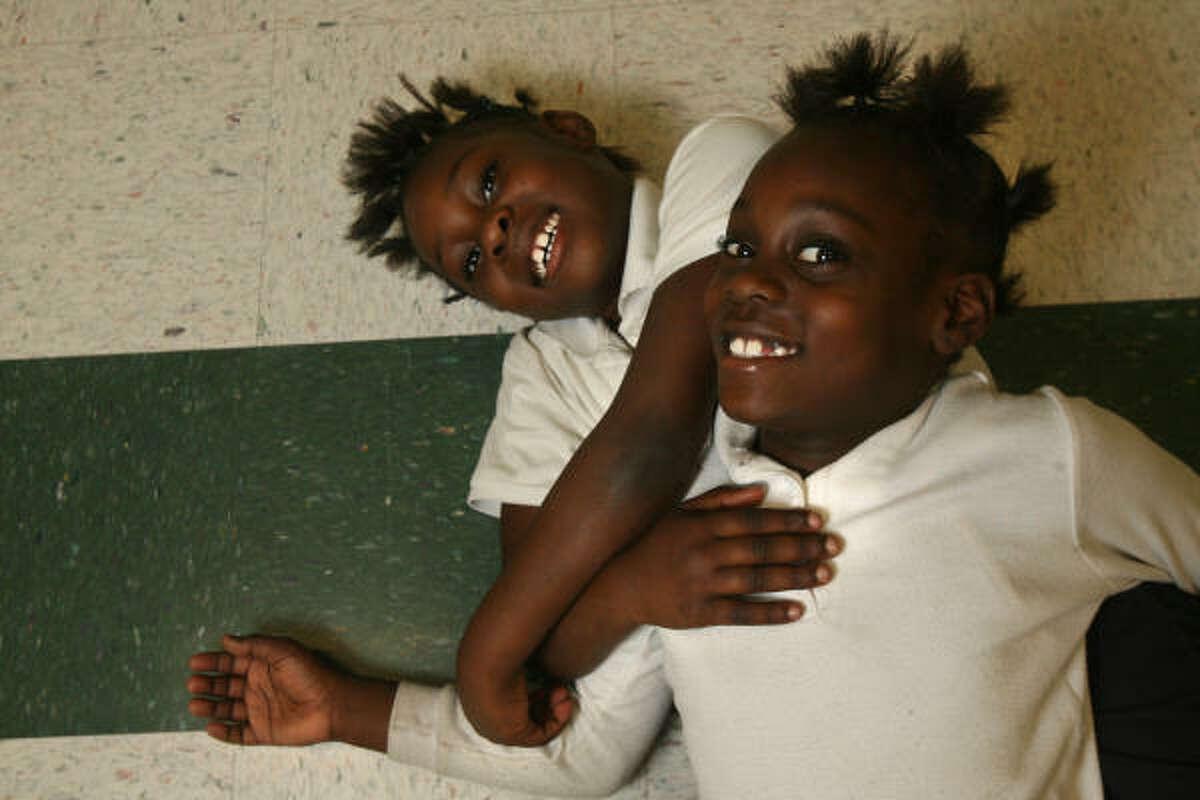 Twins Inyesse and Ajaynae Jones, 7.