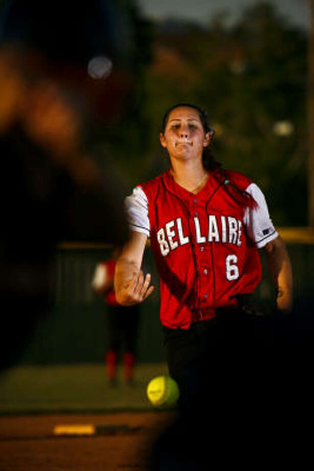 Pitcher Katherine Espinosa started for Bellaire in a 4-1 victory over Seven Lakes. Photo: Michael Paulsen, Chronicle