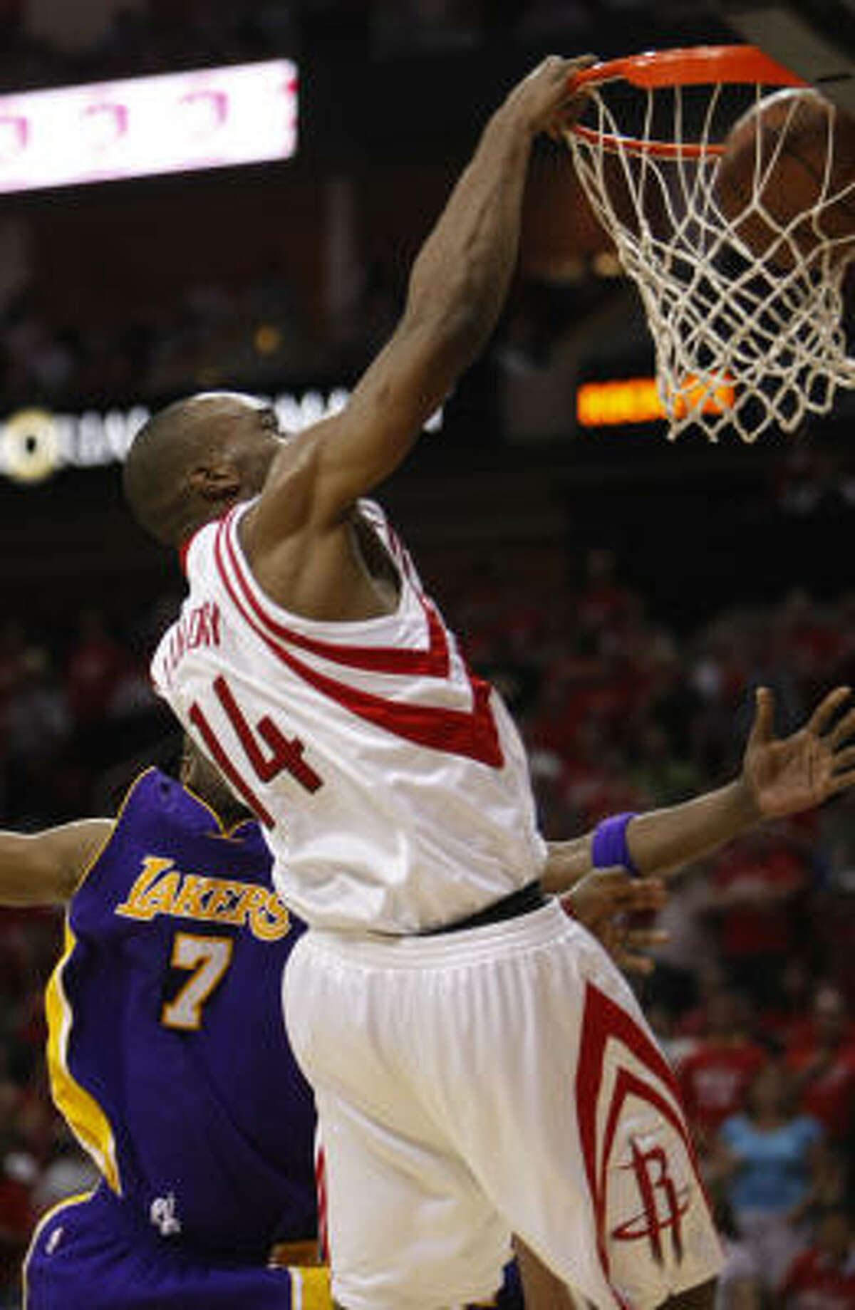 Carl Landry (14) drops a dunk on Lakers forward Lamar Odom (7) during the fourth quarter.