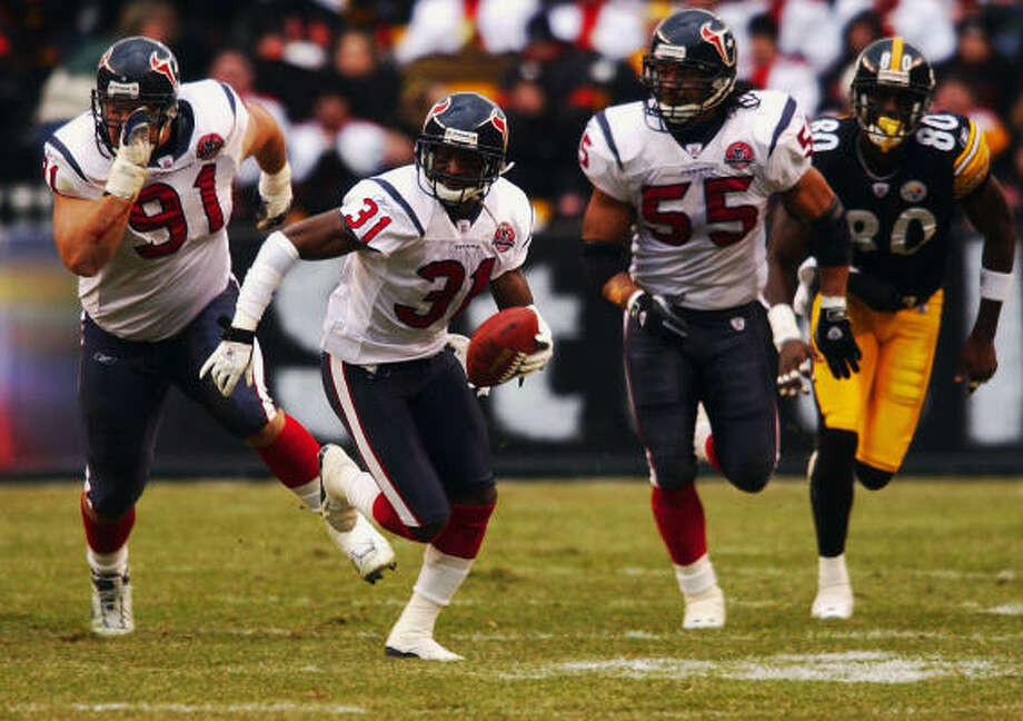 Can the Texans on Monday pull off the same kind of upset they did against the Steelers in 2002? The Steelers held them to 47 yards of total offense, but the Texans scored three defensive touchdowns on their way to a 24-6 victory at Heinz Field. Photo: CHRISTOBAL PEREZ, HOUSTON CHRONICLE