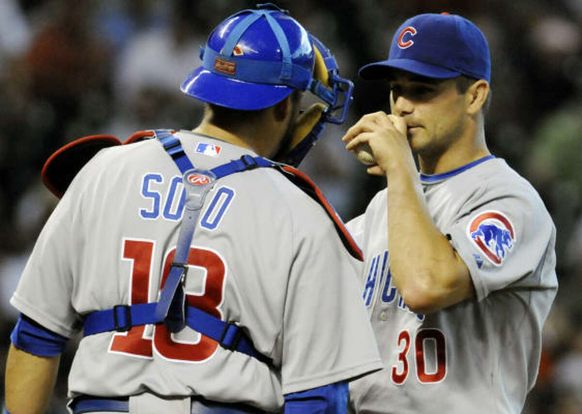Cubs catcher Geovany Soto, left, talks with pitcher Ted Lilly (30) in the first inning.
