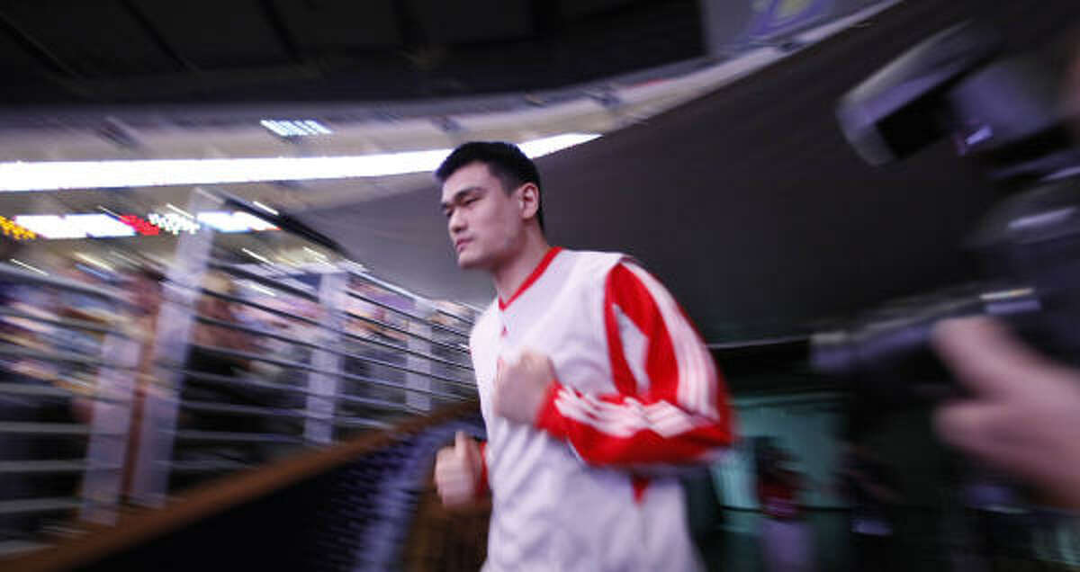 Rockets center Yao Ming runs out to the court before facing the Lakers.