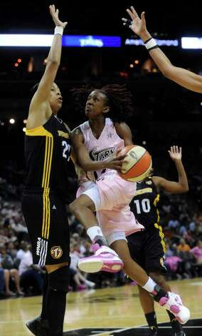 The Silver Stars' Danielle Robinson drives for a layup as the Tulsa Shock's Jennifer Lacy defends at the AT&T Center on Saturday, Aug. 6, 2011. Robinson had four points in the  Stars' 72-64 win over the Shock. Photo: Billy Calzada/gcalzada@express-news.net / gcalzada@express-news.net