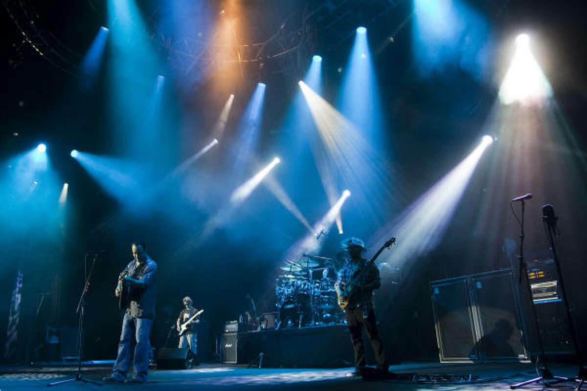Dave Matthews Band launches the Cynthia Woods' 20th season.