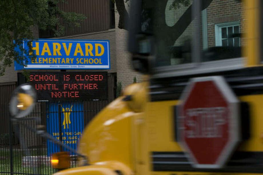 Harvard Elementary School, en la zona de Heights, en Houston, fue cerrada hasta próximo aviso. Photo: Johnny Hanson, Houston Chronicle