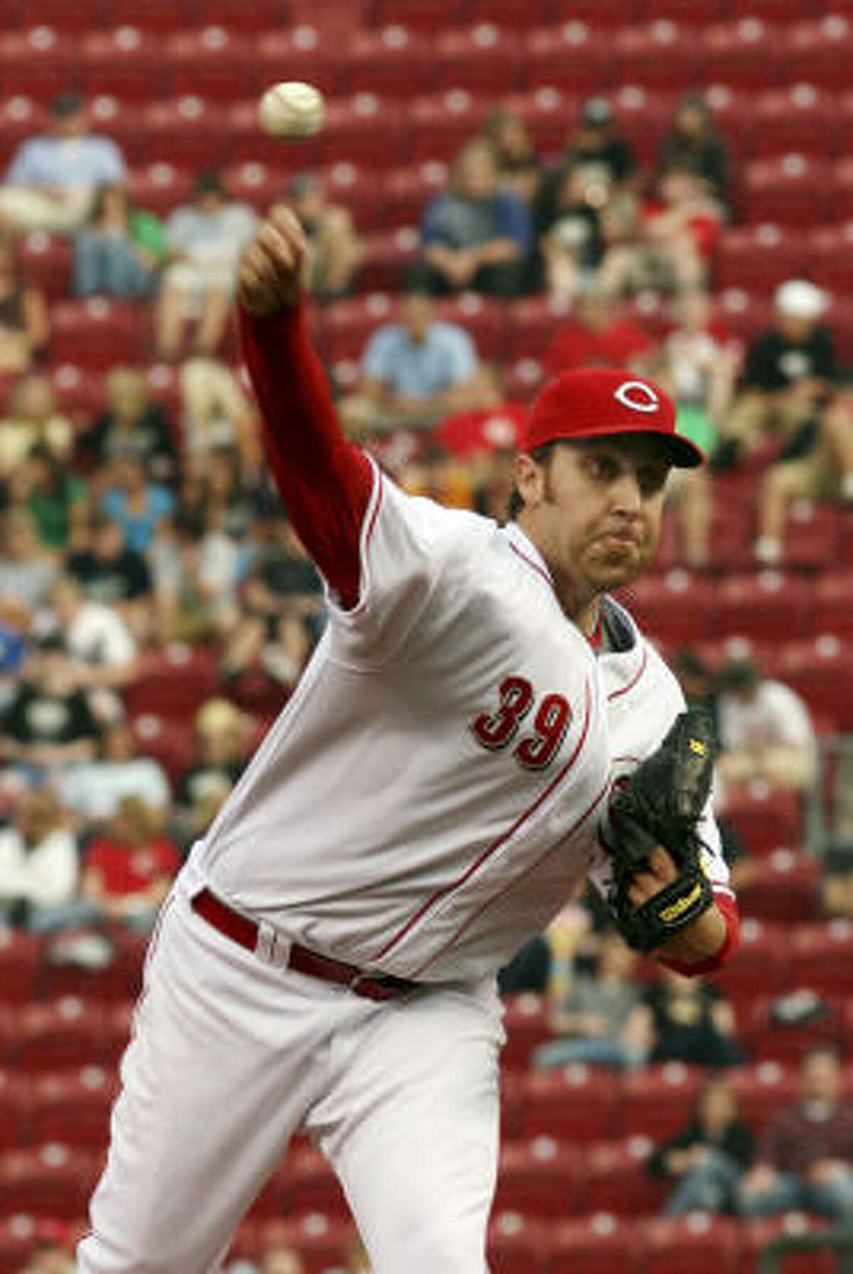 Reds' Aaron Harang pitches against the Astros in the first inning.