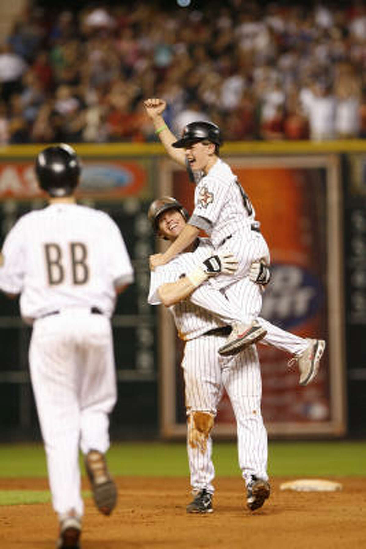 2. June 28, 2007 - Craig Biggio records his 3,000th career hit in the seventh inning en route to a five-hit night, including an infield single in the 11th inning that paves the way for Carlos Lee's walk-off grand slam homer in an 8-5 Astros victory.
