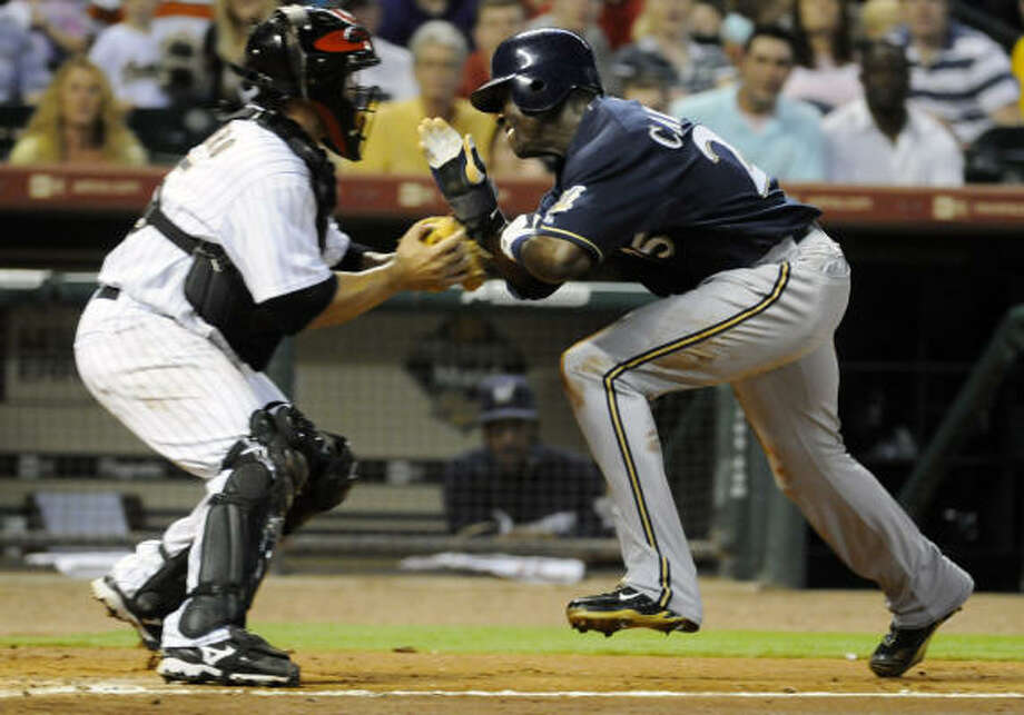 Milwaukee Brewers center fielder Mike Cameron charges Astros catcher Humberto Quintero at home plate. Photo: Pat Sullivan, AP