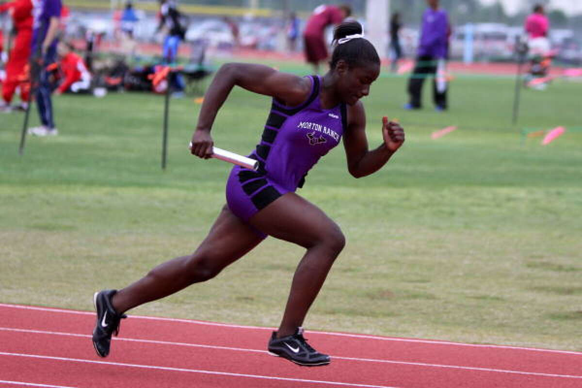 Christina Walker starts off the 800 relay for Morton Ranch.