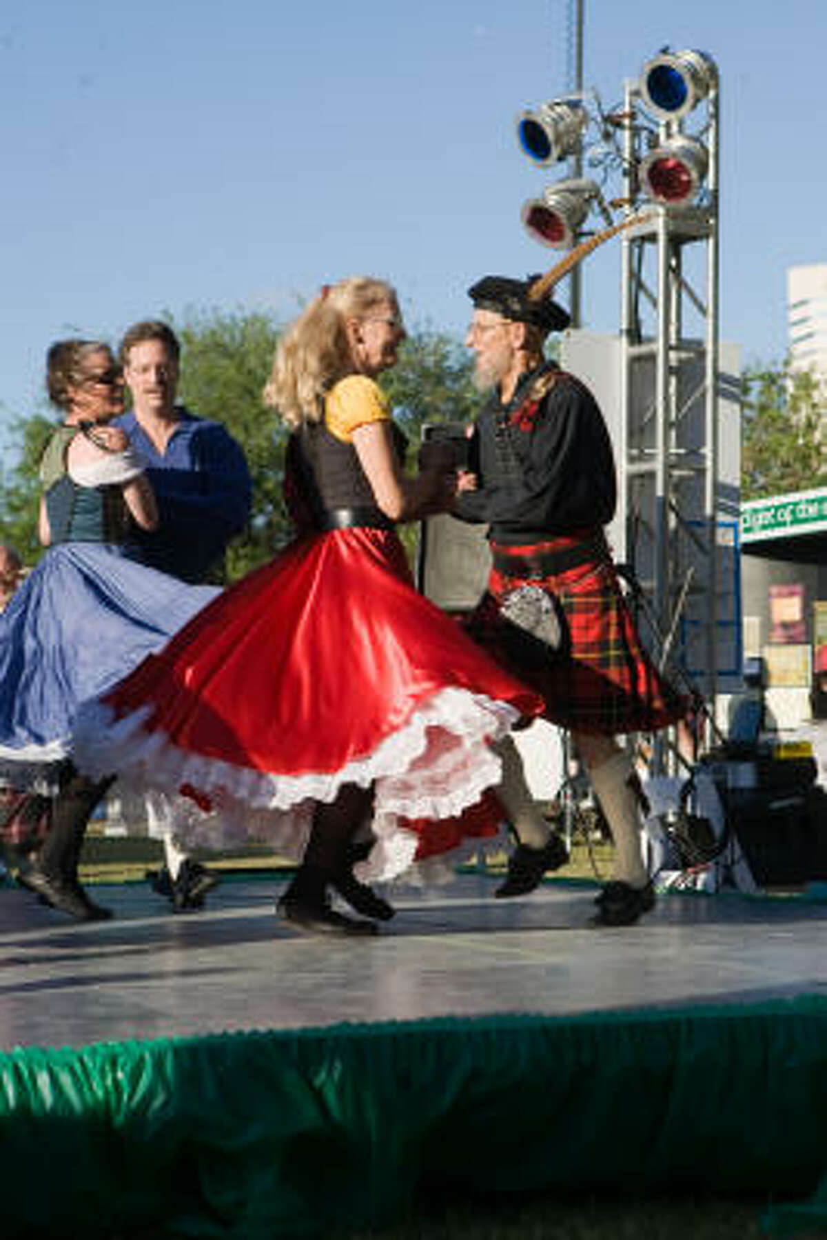 Connie Vallee and Wally Allen of Celtic Voyage perform.