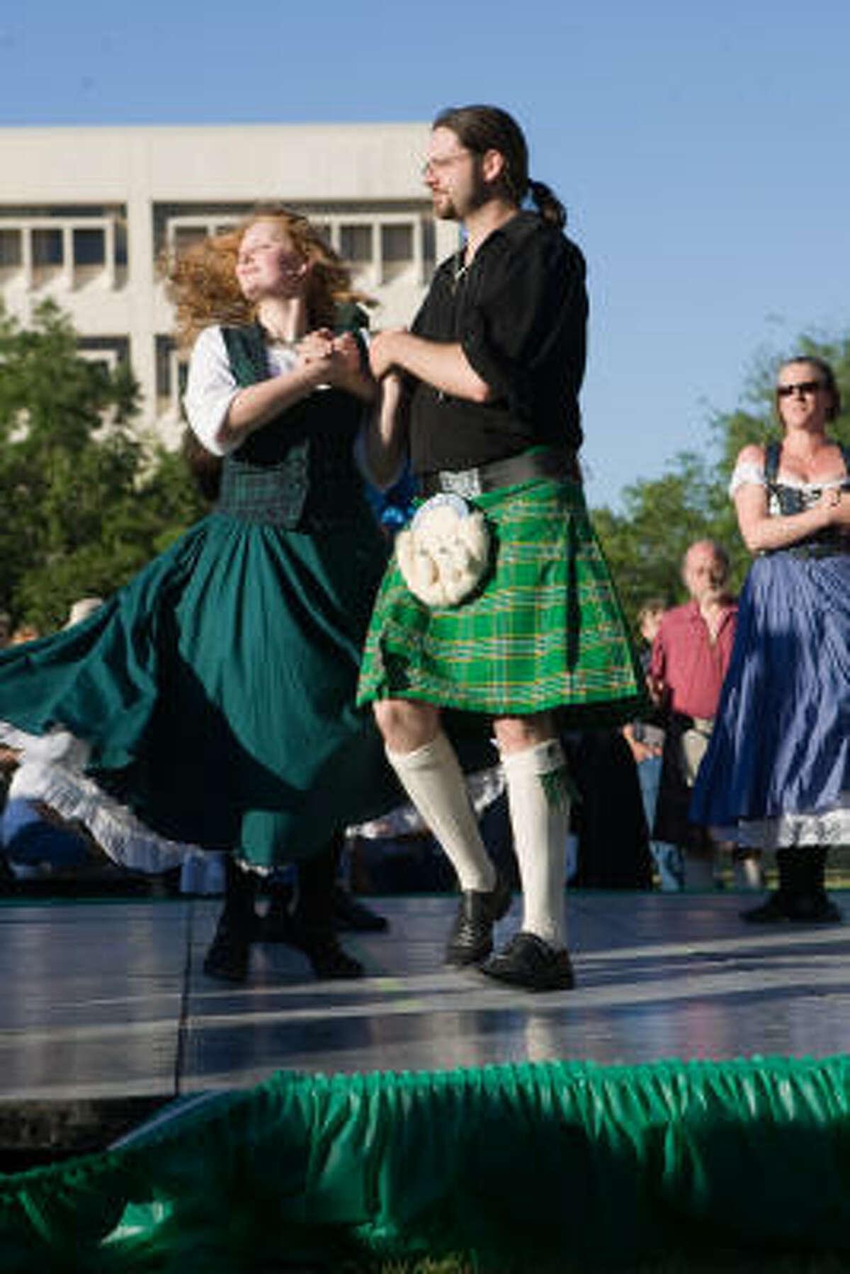 Katherine Crawford and Scott Herrington of Celtic Voyage, from Corpus Christi, perform.