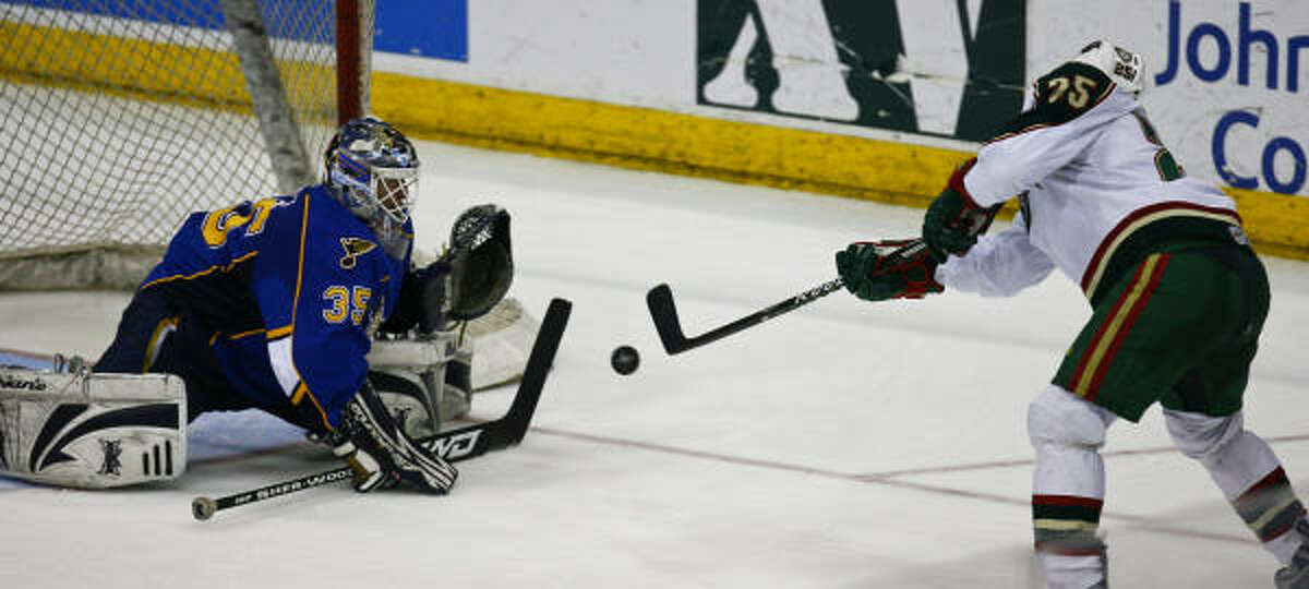 The Aeros' Matt Beaudoin (right) tries to score a goal on Peoria goalie Manny Legace during the second period.