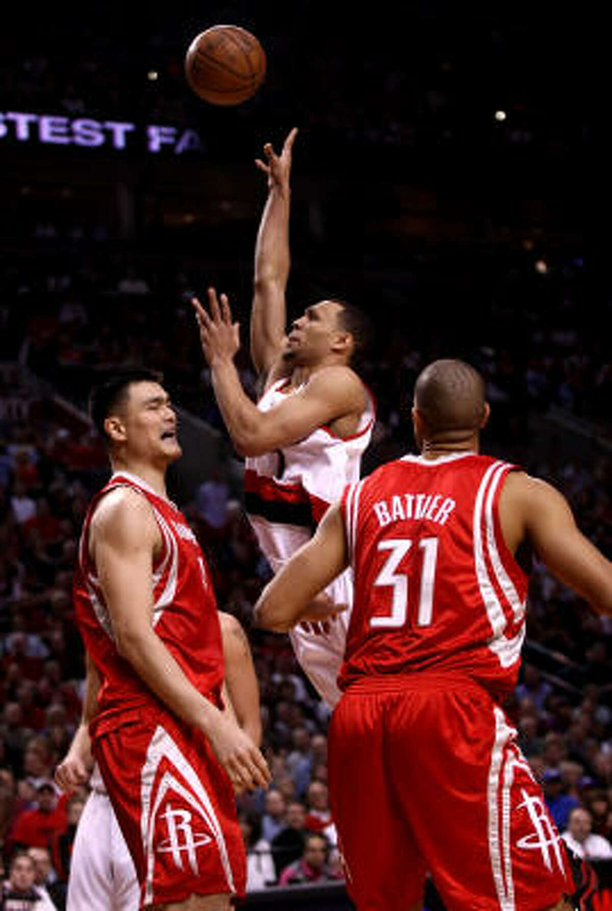 Trail Blazers guard Brandon Roy floats one over Yao Ming in the first half.