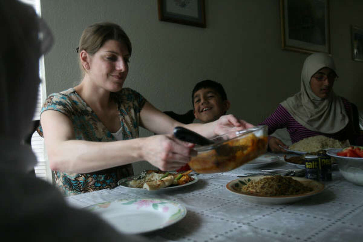 Valette returned from the Iraq war to her hometown of Spring with a new mission: to reach out to refugees of the conflict she left behind.