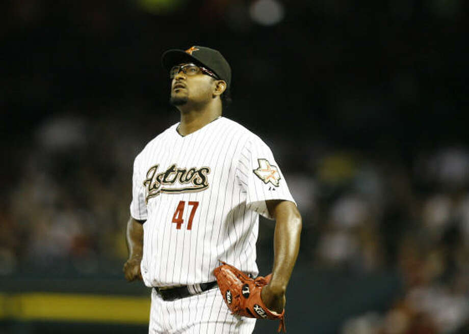 It was a rough night for Astros closer Jose Valverde, who surrendered a two-run homer to Ramon Hernandez that put the Cincinnati Reds up 2-1 in the top of the ninth inning of Friday's game at Minute Maid Park. The Reds would go on to win by that score. Photo: Nick De La Torre, Chronicle