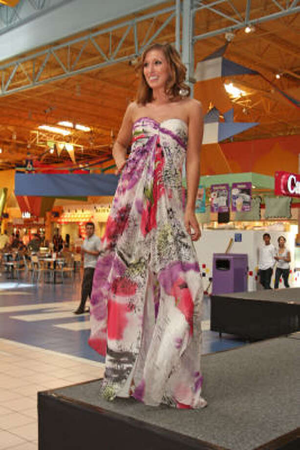 Katy Mills Mall hosted the 2009 Prom Preview. Photo: Suzanne Rehak, For The Chronicle