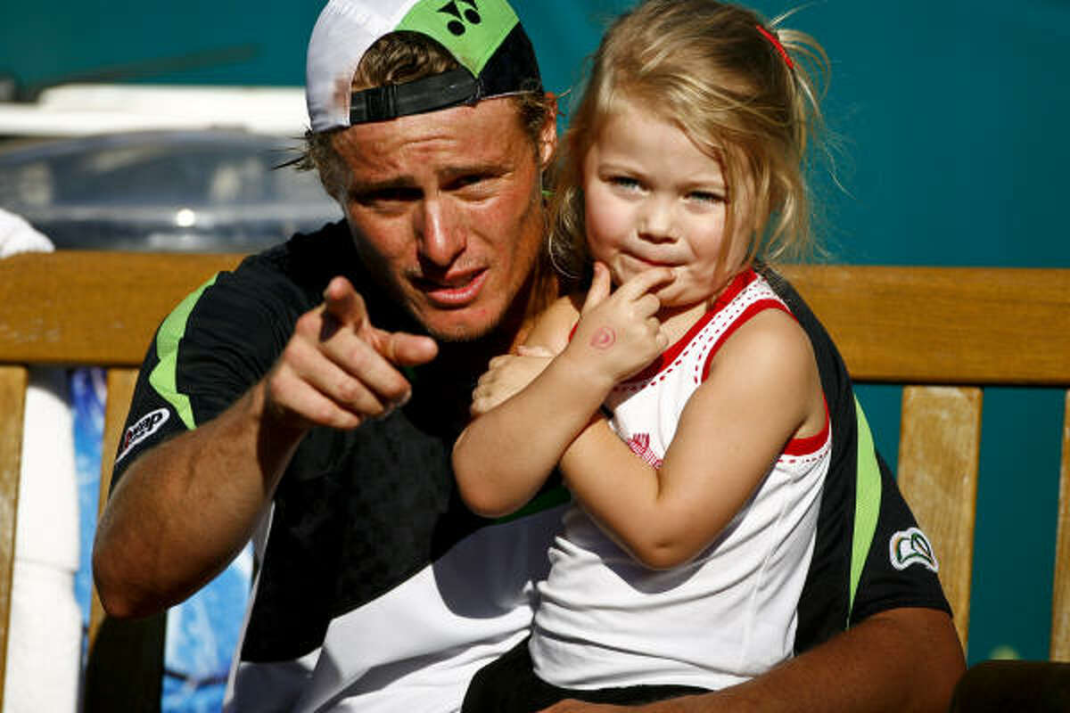 Lleyton Hewitt holds his daughter after winning the 2009 River Oaks US Men's Clay Court Tennis Championship.
